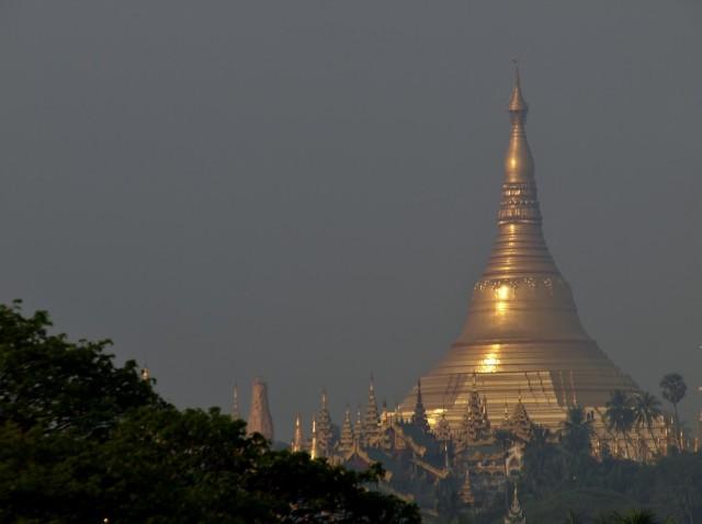 La pagode Shwedagon à Yangon, vue de l'hôtel